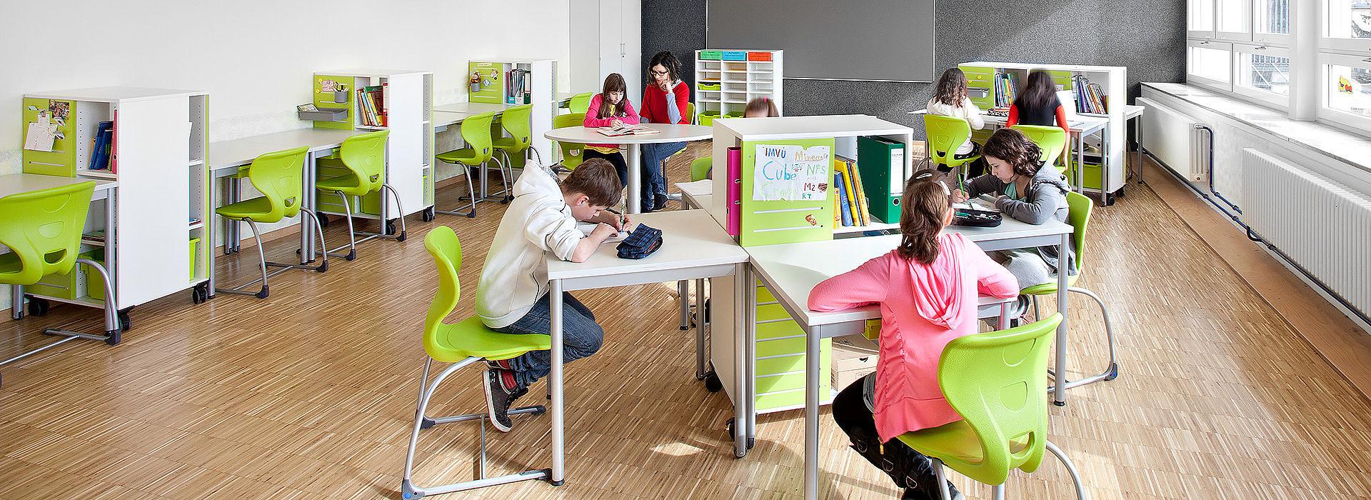 salle de classe flexible - travail tranquille