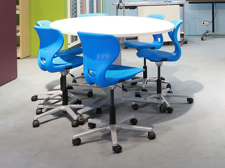 Image: SEDIAMO® Cross chairs