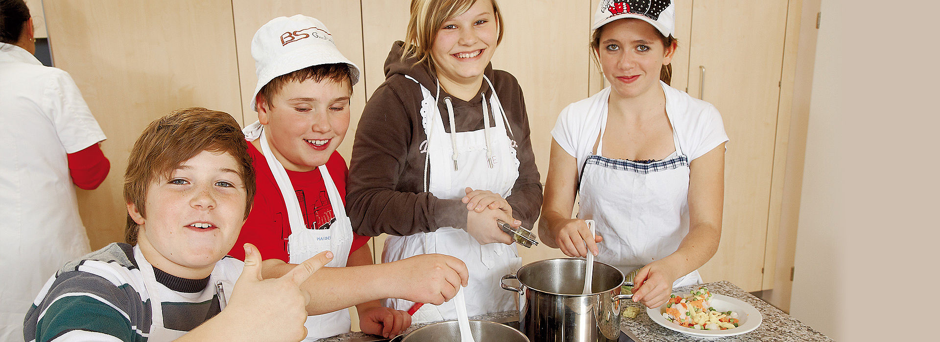 Image: Pupils having fun while cooking in a learning kitchen