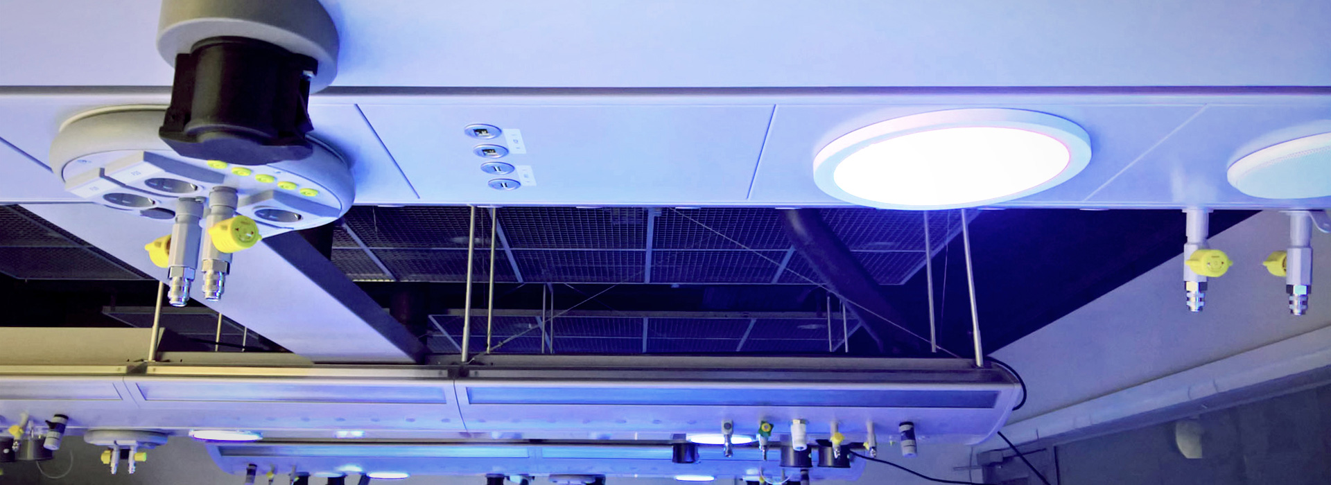 Image: Heureka science lab with ceiling supply and light